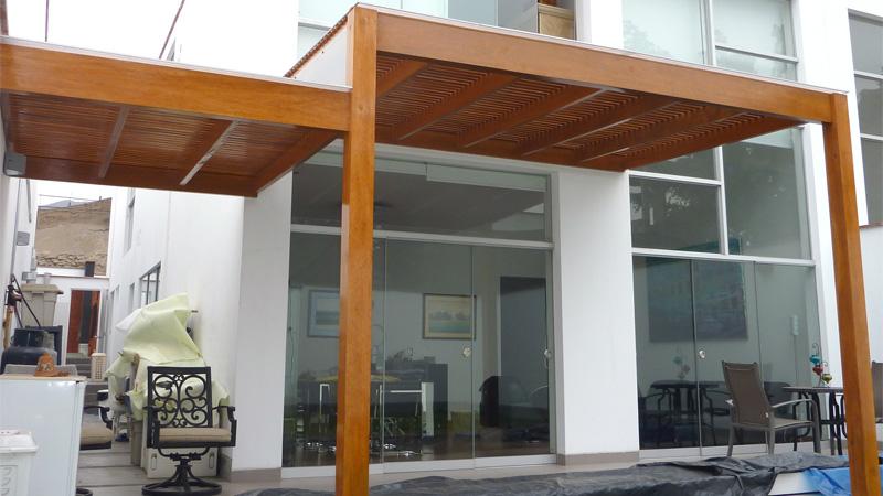 Techos de madera para estacionamientos con policarbonato for Techos de teja para terrazas