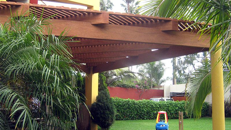 Techos de madera en huayruro tornillo shihuahuaco y for Techos de teja para terrazas
